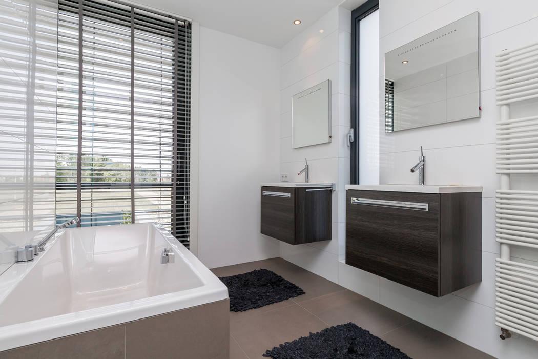 Baños de estilo  de 2architecten, Moderno