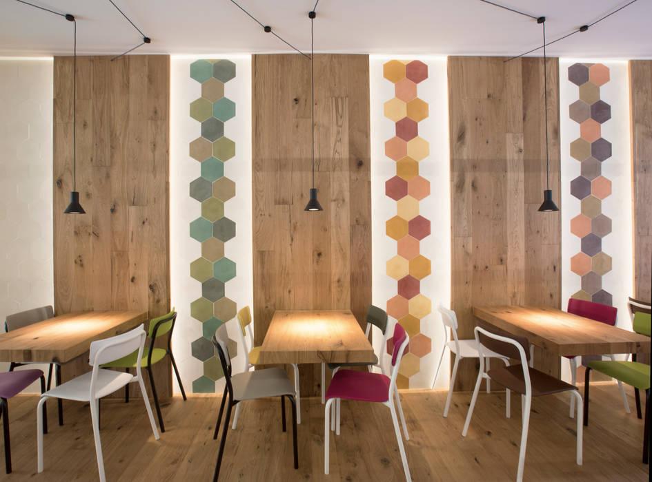 Bar & Klub  oleh Mosaic del Sur, Modern
