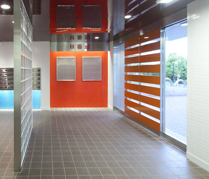 カラフルにマンションリフォーム ユミラ建築設計室 モダンスタイルの 玄関&廊下&階段