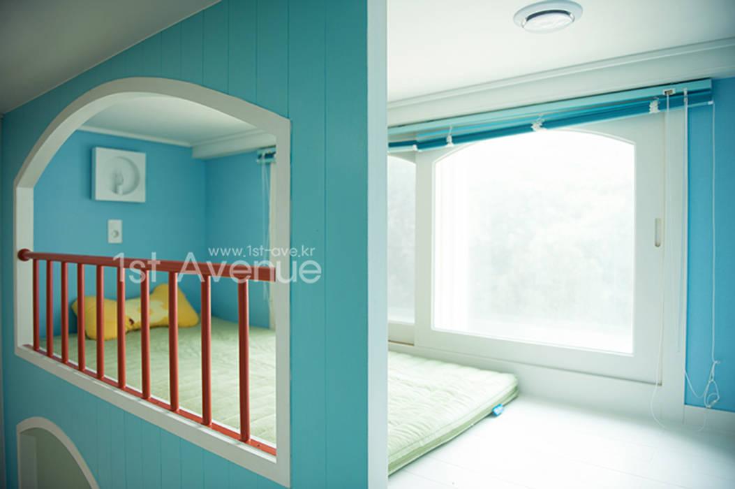 푸른 하늘을 그대로 담은 아이 다락방: 퍼스트애비뉴의  아이방