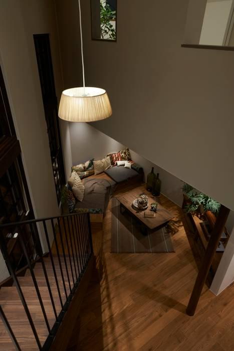 Modern corridor, hallway & stairs by Mimasis Design/ミメイシス デザイン Modern Wood Wood effect