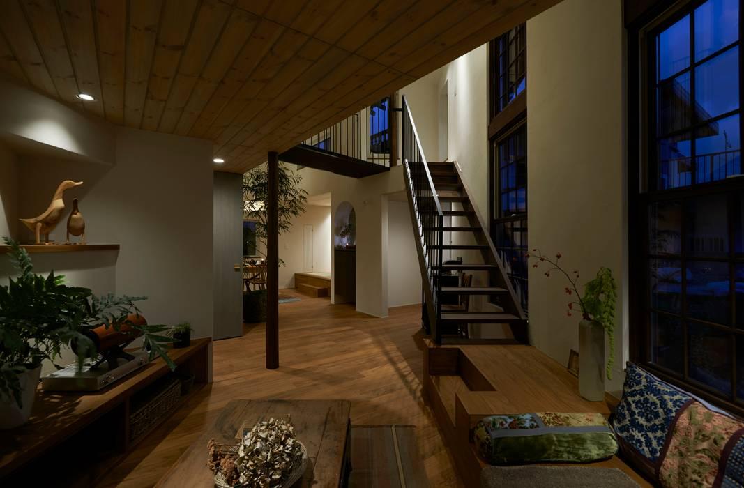 Modern living room by Mimasis Design/ミメイシス デザイン Modern Wood Wood effect