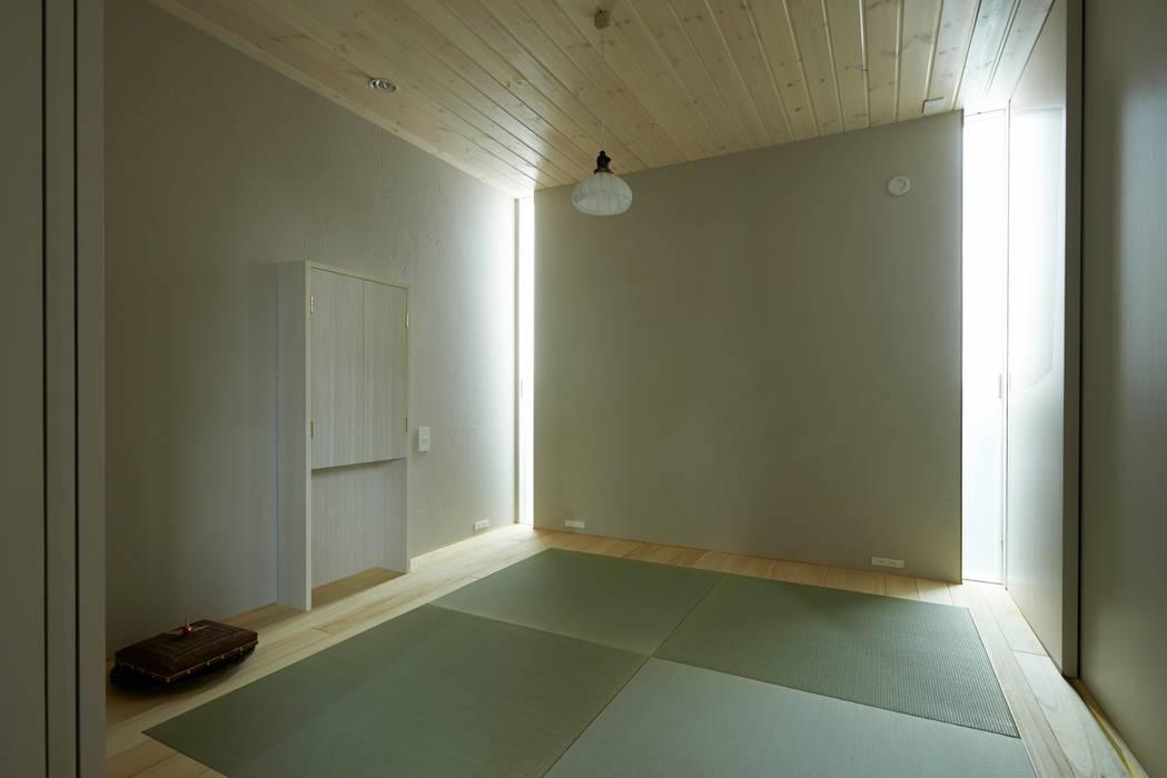 House in Higashikanmaki モダンデザインの 多目的室 の Mimasis Design/ミメイシス デザイン モダン