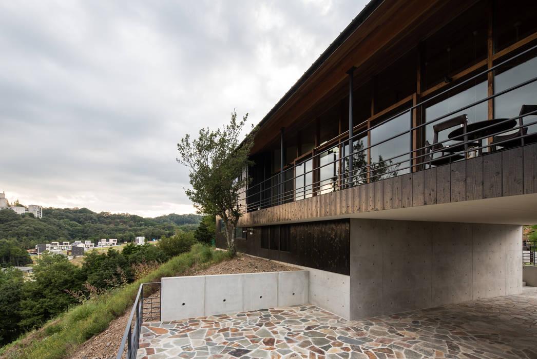 Modern Houses by Mimasis Design/ミメイシス デザイン Modern