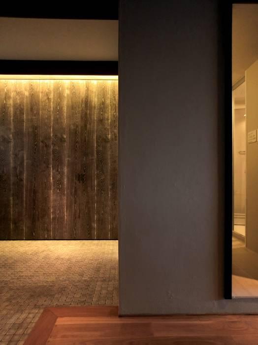 Apartment in Kisibe: Mimasis Design/ミメイシス デザインが手掛けた廊下 & 玄関です。