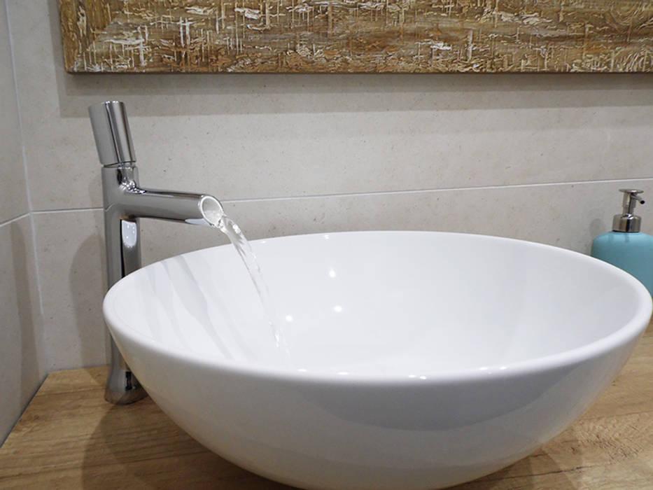 Detalle grifo y lavabo en baño de scala-proyectos Escandinavo