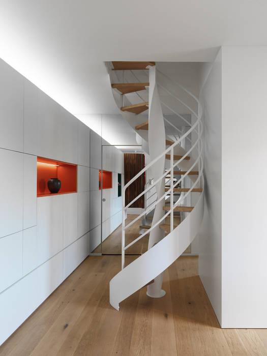 Scala: Ingresso & Corridoio in stile  di NEARCH architecture & design