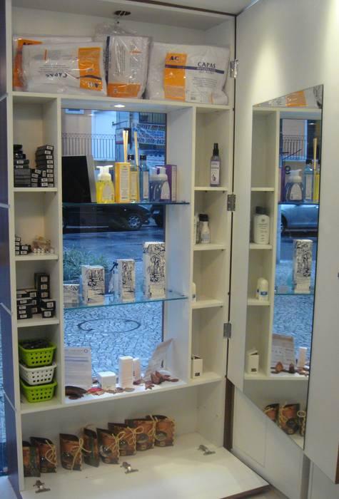 Floraderm Farmácia de Manipulação - Icaraí - Niterói - RJ - 2012: Lojas e imóveis comerciais  por Catharina Quadros Arquitetura e Interiores,