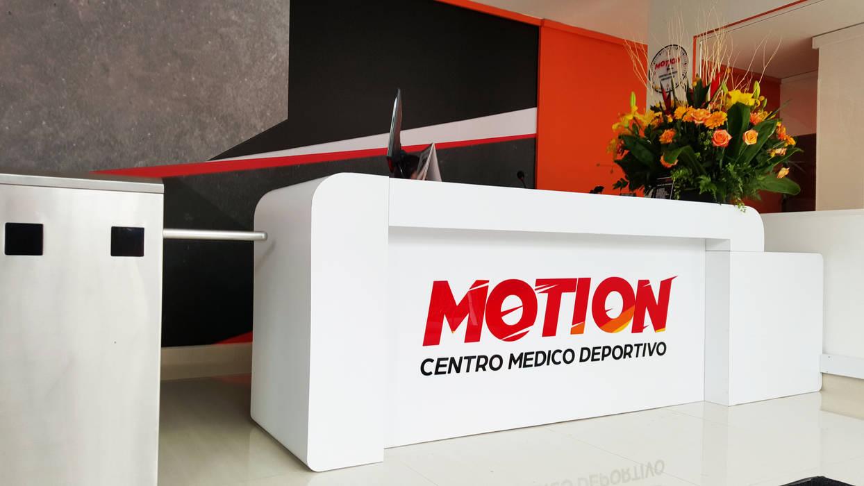 Motion -Centro medico deportivo: Gimnasios  de estilo  por Phoenix Touch , Moderno