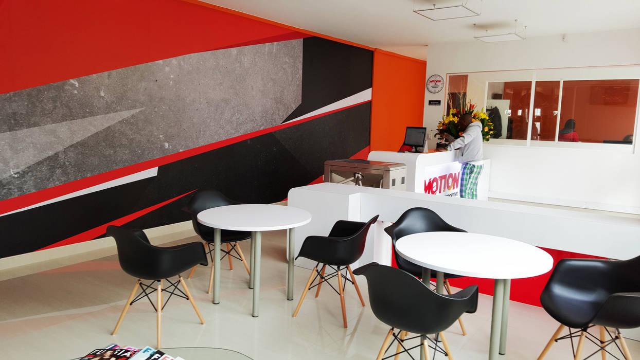 Lobby : Gimnasios  de estilo  por Phoenix Touch , Moderno