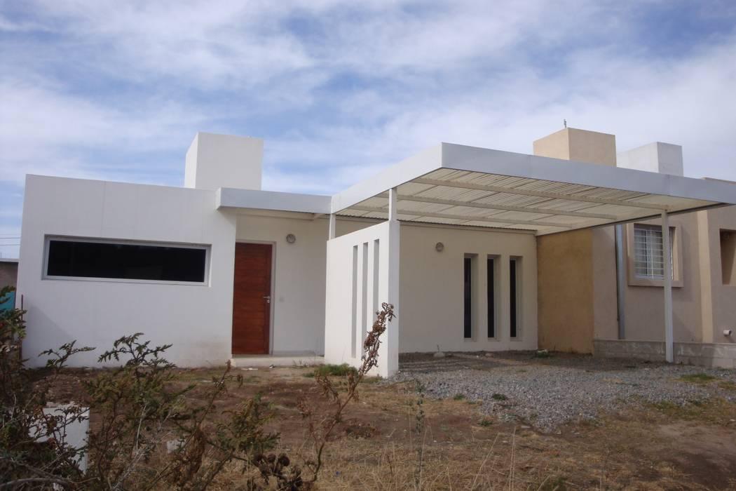 PROYECTO - VIVIENDA ECONOMICA E-PROYECT Casas modernas: Ideas, imágenes y decoración