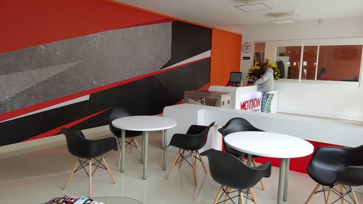 Sala de espera y recepción: Gimnasios  de estilo  por Phoenix Touch ,