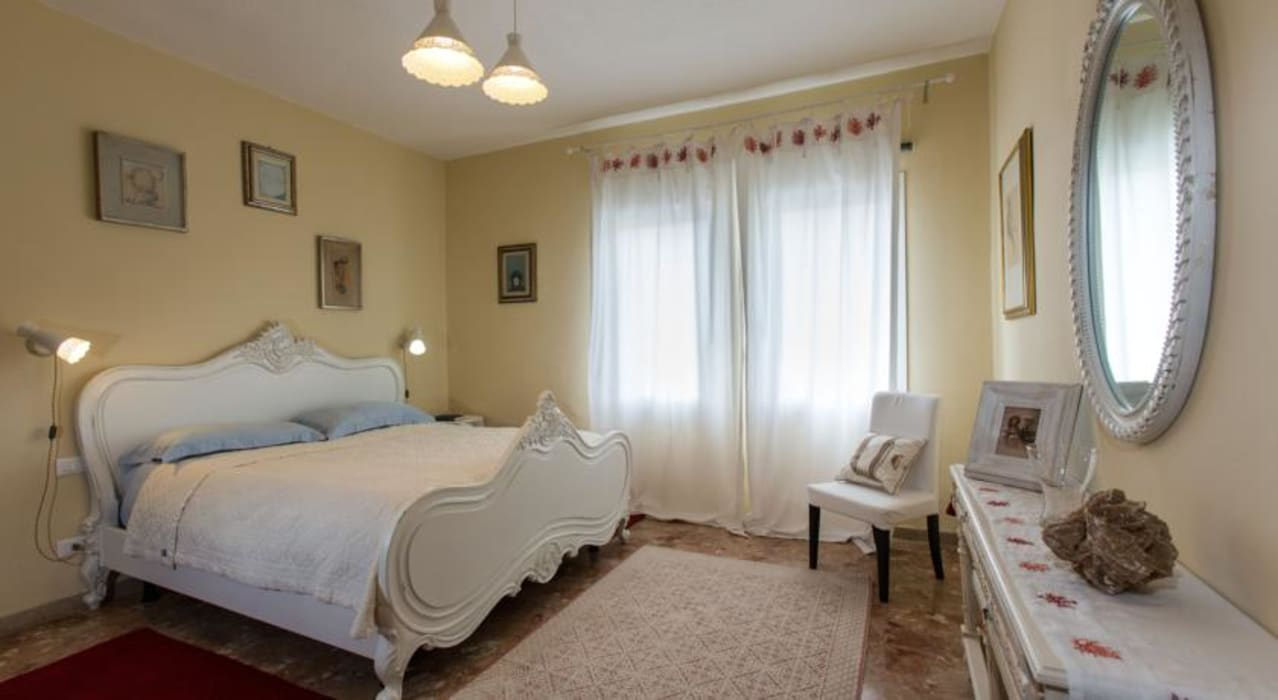 Una Camera da letto: Camera da letto in stile in stile Classico di Studio Tecnico Associato Rando