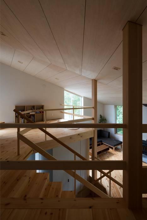 寝室から子供室を見る: キタウラ設計室が手掛けた子供部屋です。