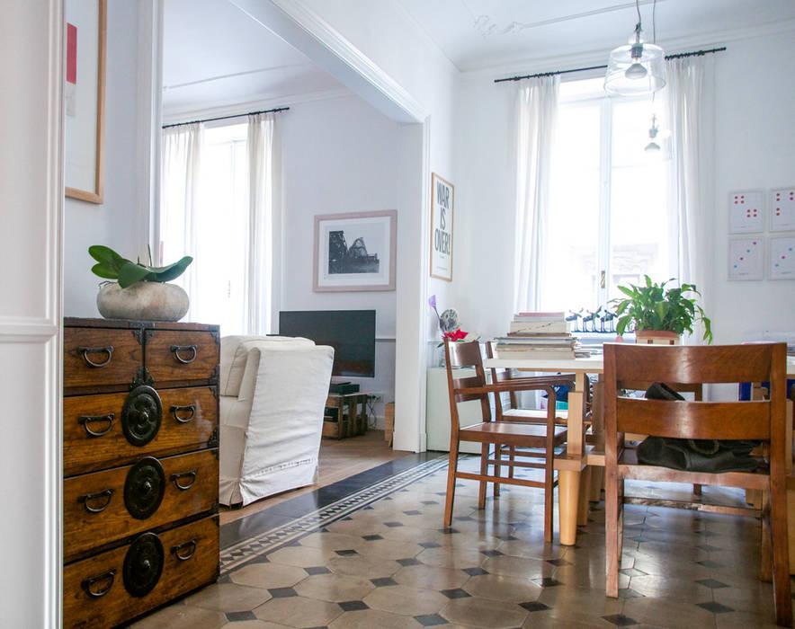 Soggiorno inizio '900: Sala da pranzo in stile in stile Eclettico di con3studio
