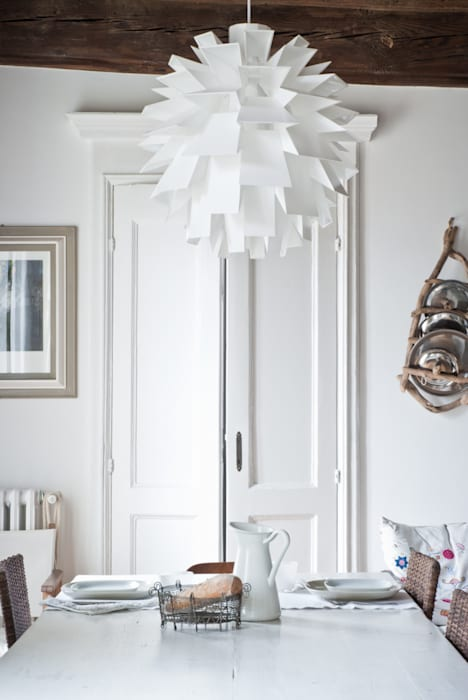 Appartamento settecentesco Torino: Sala da pranzo in stile in stile Scandinavo di con3studio
