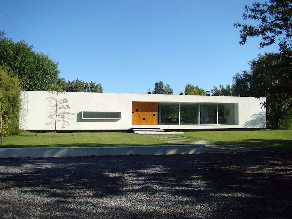CASA EN OPEN DOOR MENEGHETTI ARQUITECTOS Casas modernas: Ideas, imágenes y decoración