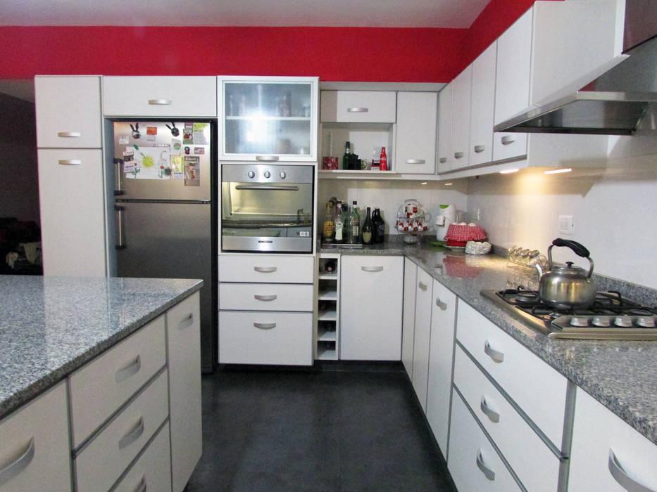 EQUIPAMIENTO G7 Grupo Creativo Cocinas de estilo moderno Blanco