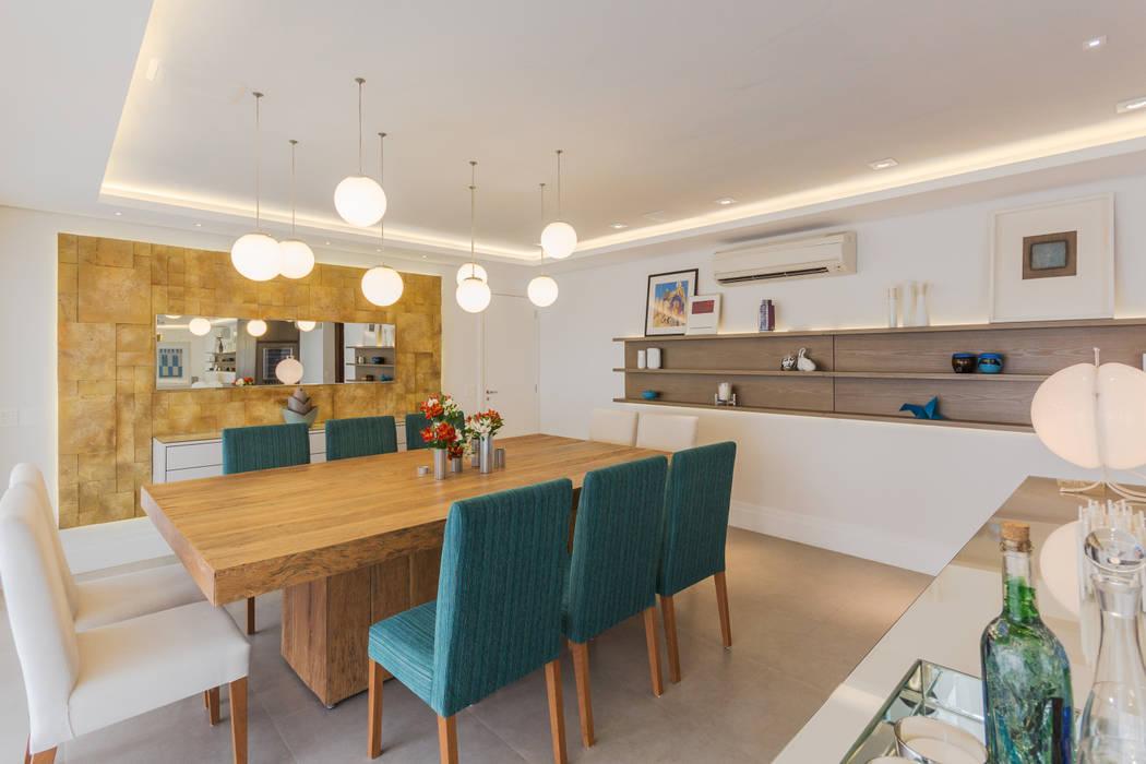 Enzo Sobocinski Arquitetura & Interiores Modern Dining Room Engineered Wood Amber/Gold