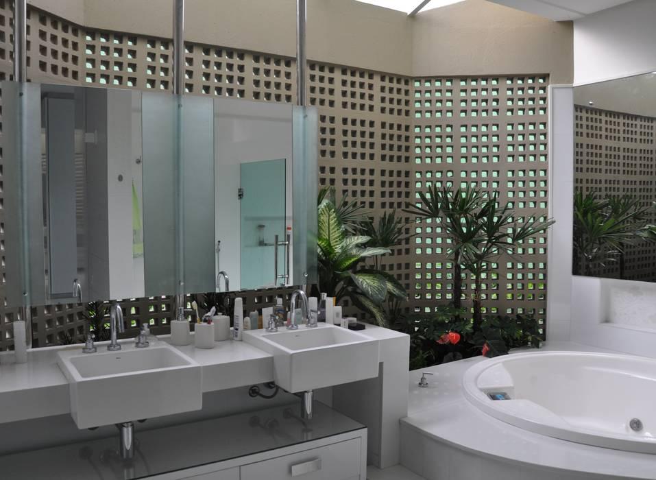 Modern bathroom by Libório Gândara Ateliê de Arquitetura Modern