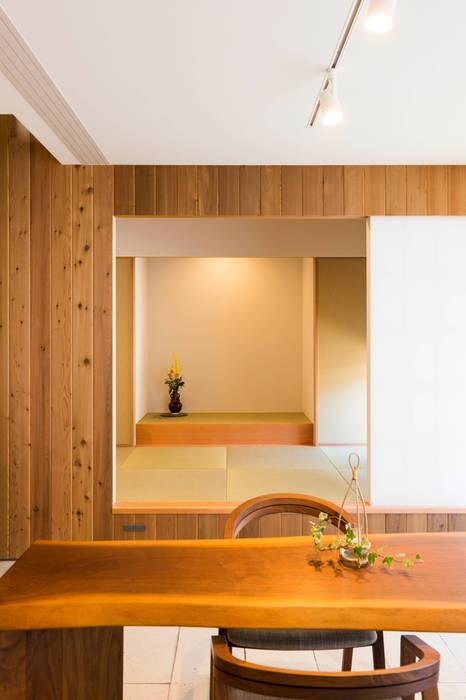 エヌ スケッチ Eclectic corridor, hallway & stairs