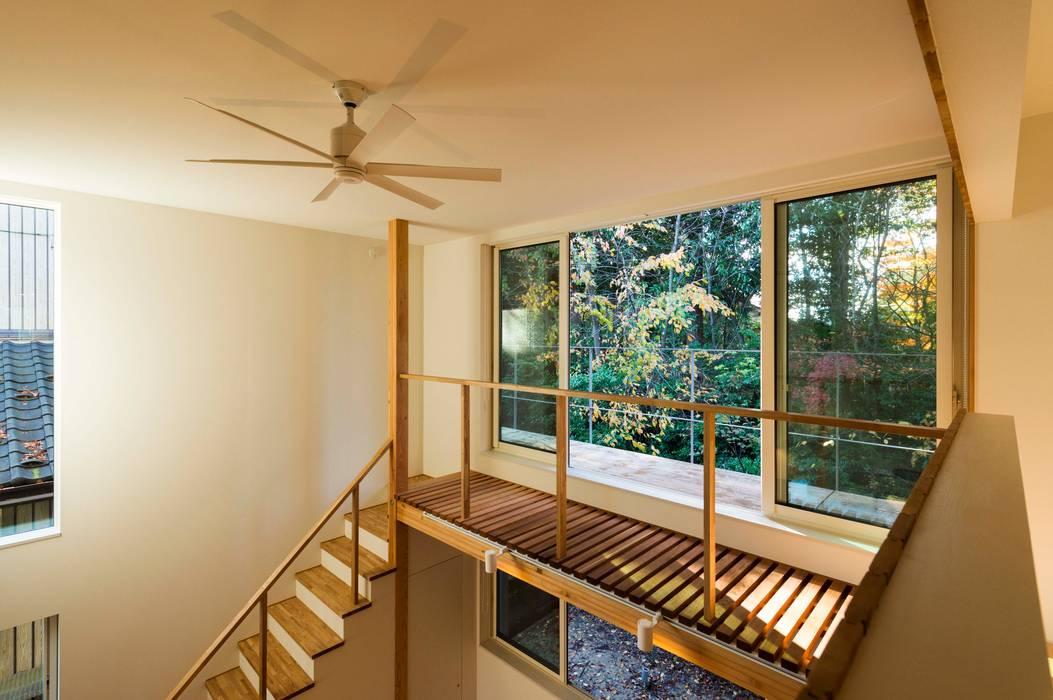 エヌ スケッチ Eclectic style balcony, porch & terrace