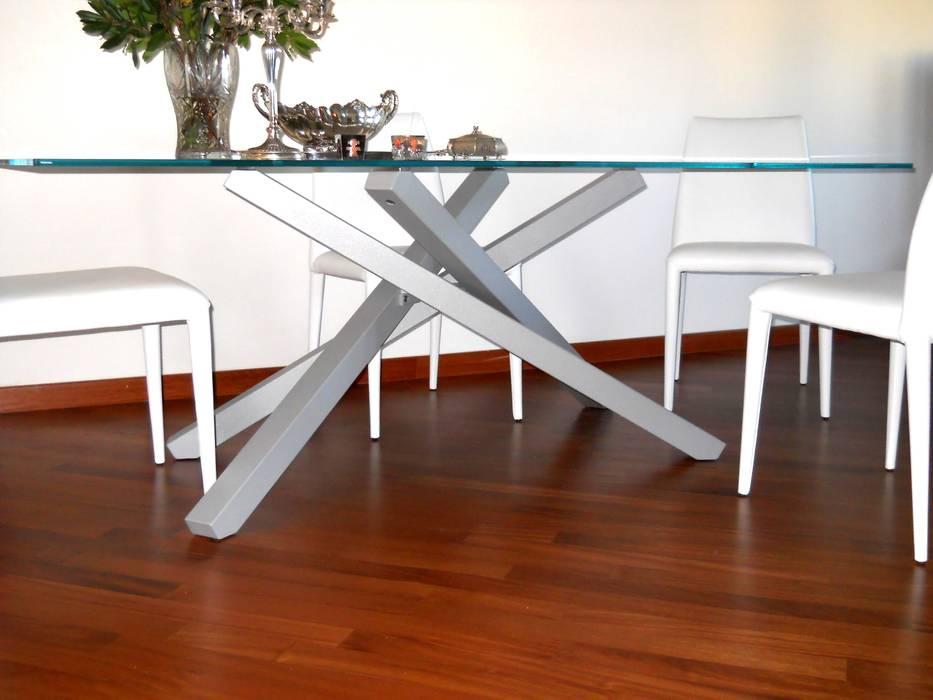 Tavolo: Sala da pranzo in stile in stile Moderno di MC4 - Marco Cantini Architetto