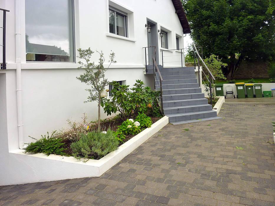 Classic style garden by Olivier Stadler Architecte Classic Concrete