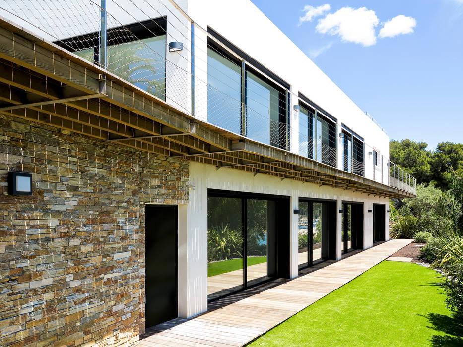 Modern Houses by frederique Legon Pyra architecte Modern