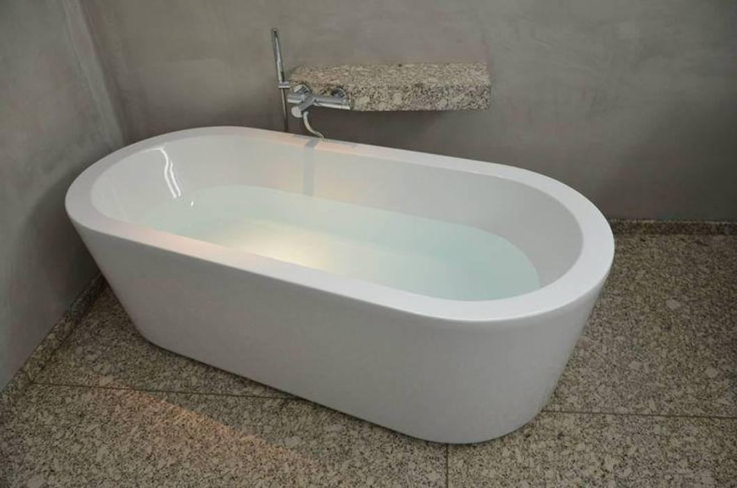 Banheiros modernos por Dynamic444 Moderno Granito
