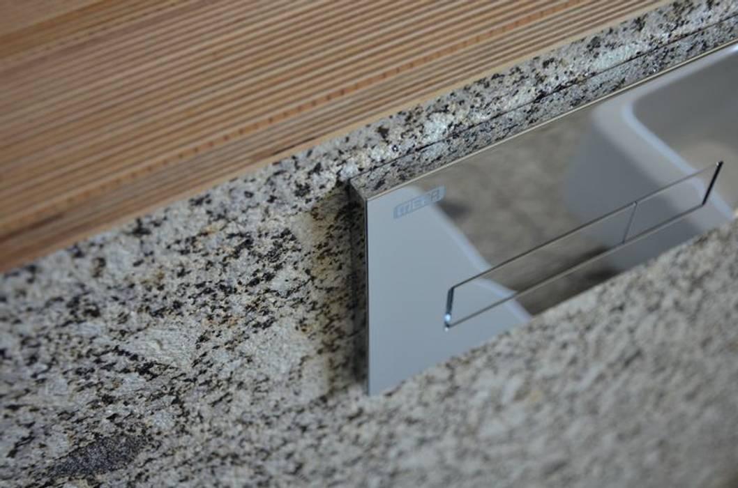Shared/common bathroom in a private house- Casa de banho comum em habitação familiar Casas de banho modernas por Dynamic444 Moderno Granito