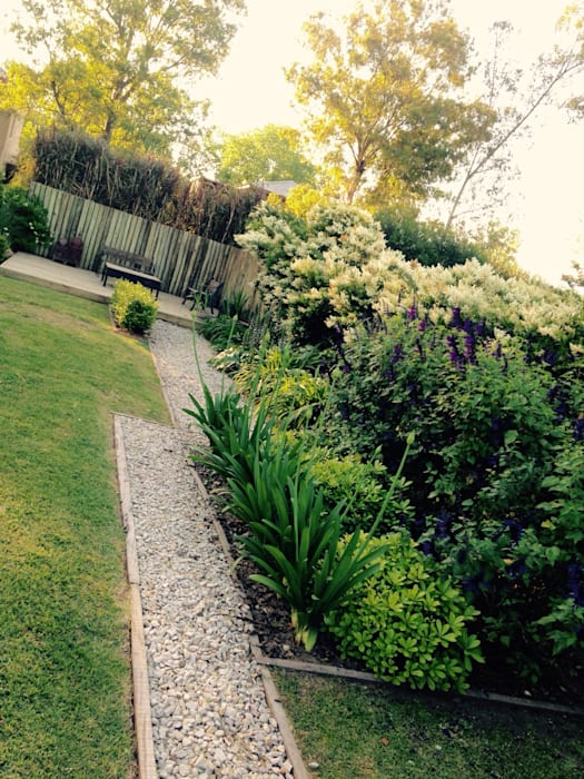 Classic style garden by BAIRES GREEN Classic