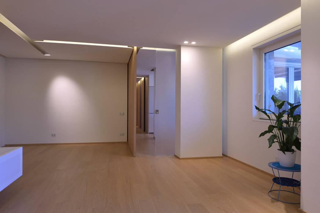 segno contemporaneo Ingresso, Corridoio & Scale in stile minimalista di marco tassiello architetto Minimalista