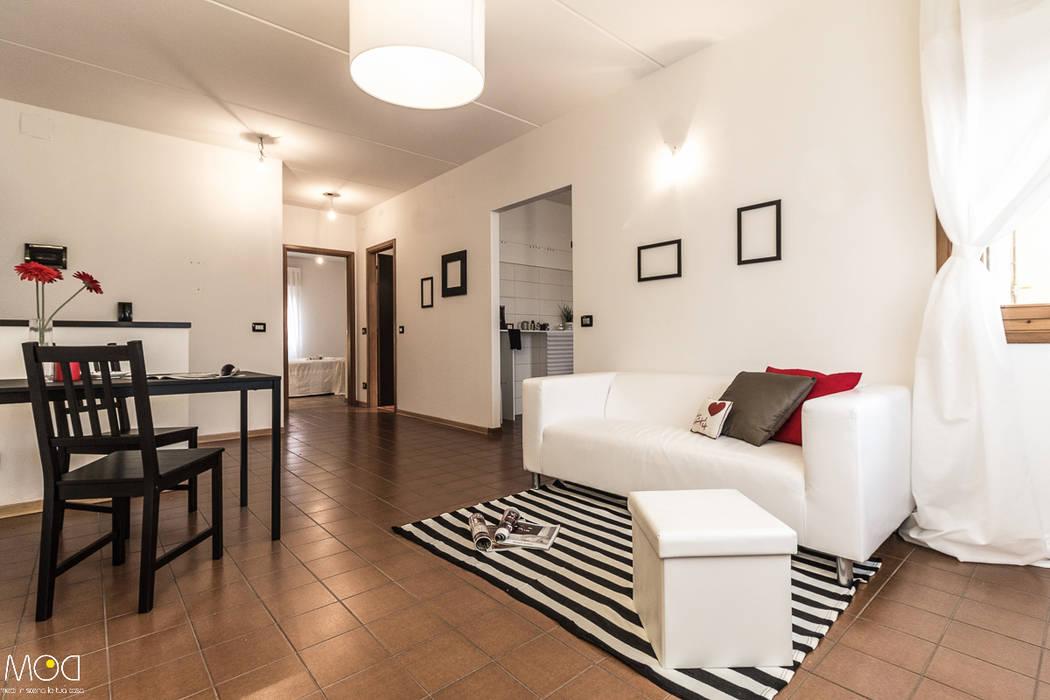 HOME STAGING_Caramello Michela Galletti Architetto e Home Stager Soggiorno moderno