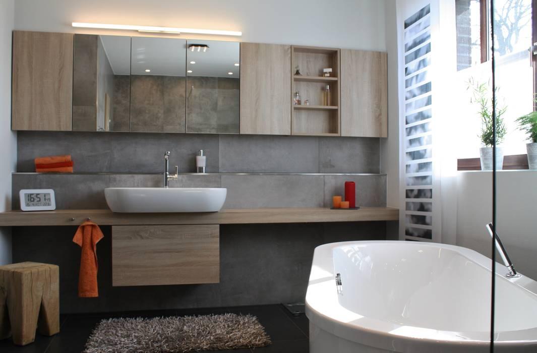 Große spiegelschrankanlage : badezimmer von ludwig steup gmbh | homify