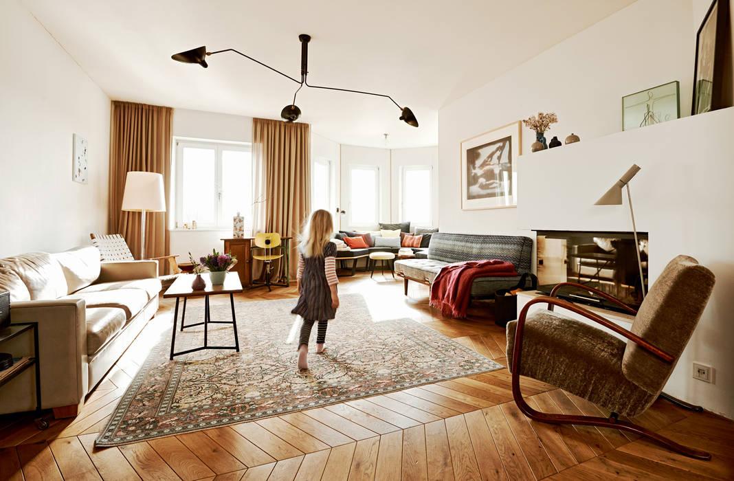 Moderne wohnzimmer von homify modern holz holznachbildung ...