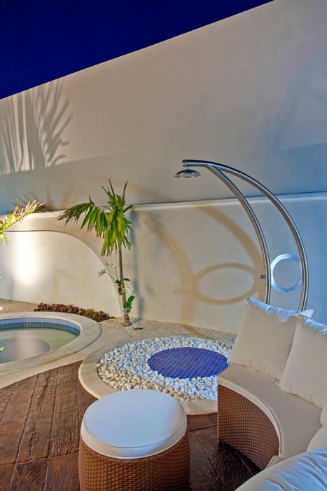 Casa Orquídea: Piscinas  por Arquiteto Aquiles Nícolas Kílaris,Moderno Concreto