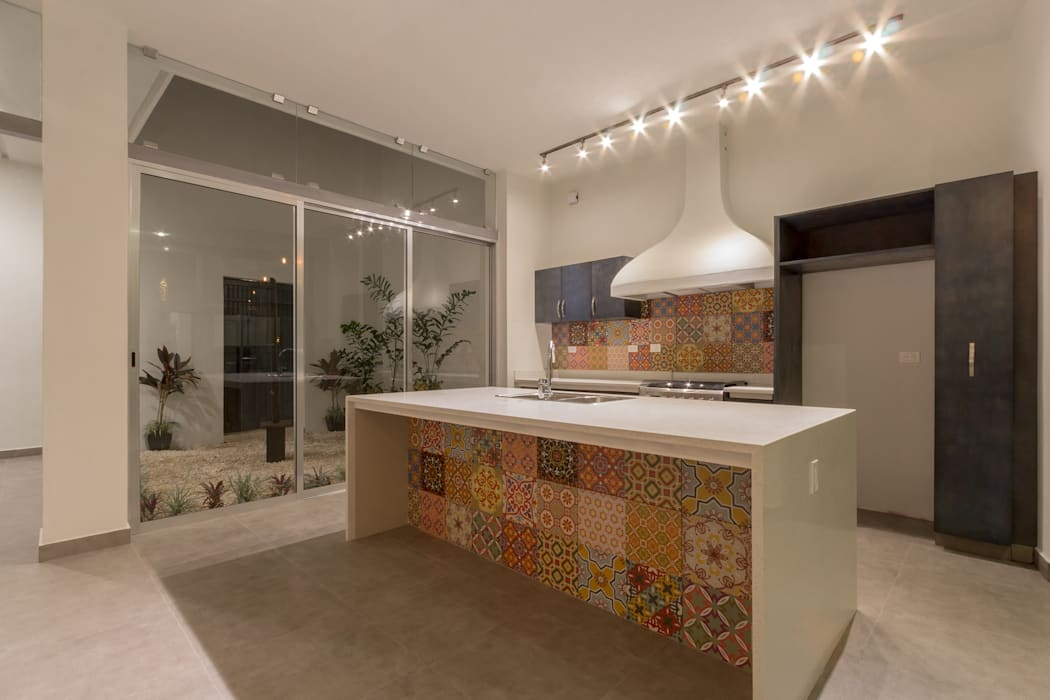 Eclectic style kitchen by CERVERA SÁNCHEZ ARQUITECTOS Eclectic