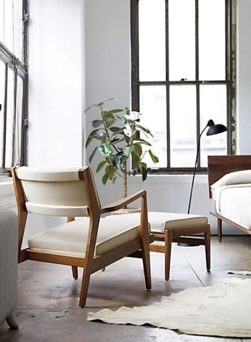 Jens Chair and Ottoman : Recámaras de estilo  por Design Within Reach Mexico