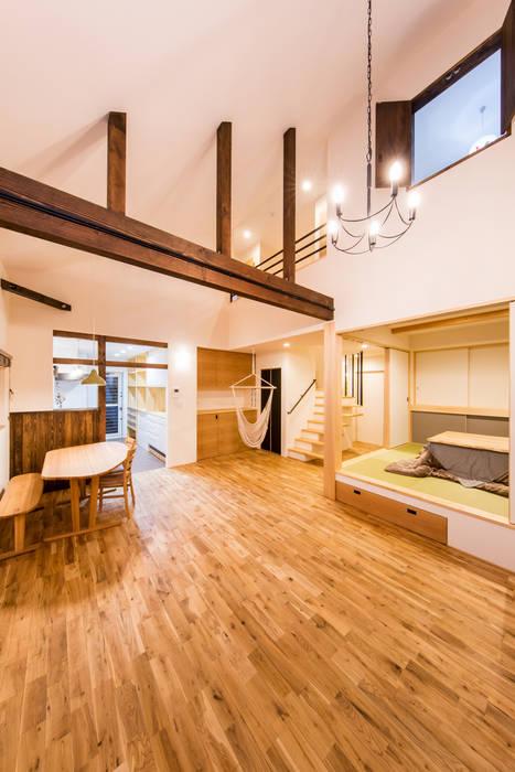 Modern living room by 株式会社ルティロワ 一級建築士事務所 Modern