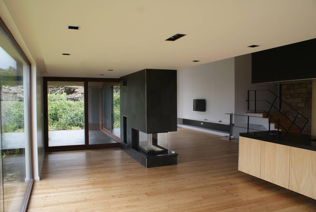 ADVD atelier arquitectura e designが手掛けた素朴な, ラスティック