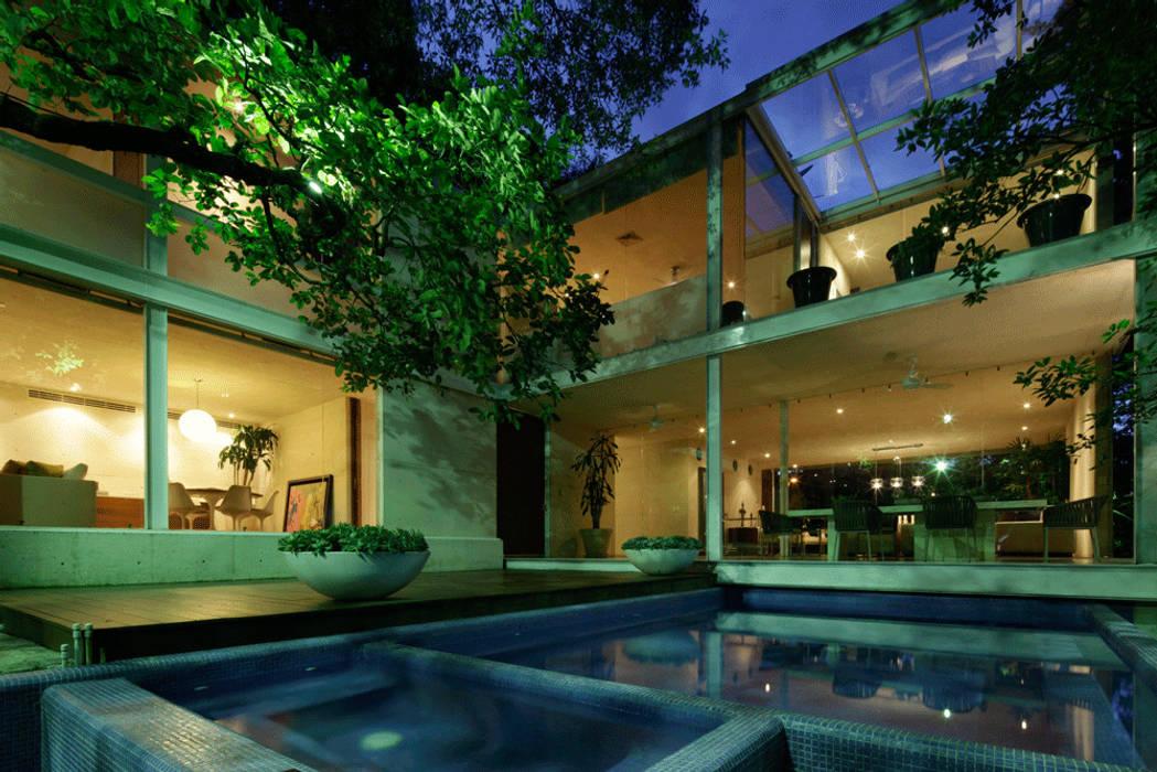CASA TLÁLOC: Terrazas de estilo  por Landa Suberville