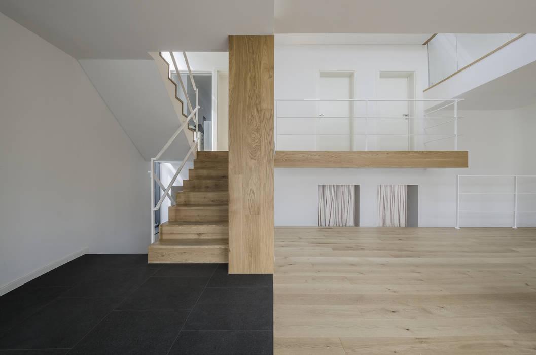 Modern corridor, hallway & stairs by PAWEL LIS ARCHITEKCI Modern Wood Wood effect