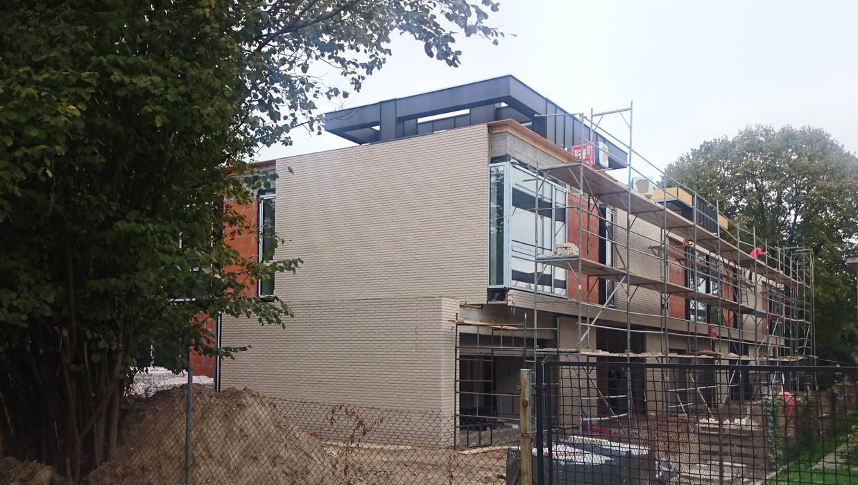 PAWEL LIS ARCHITEKCI Colonial style houses Bricks Grey