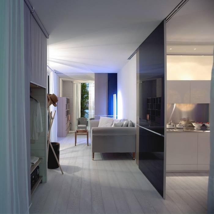 Corridor & hallway by Benedini & Partners