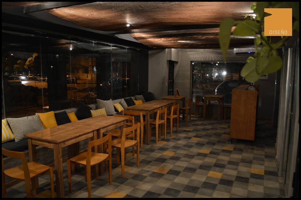 Bar Rondamora Bares y clubs de estilo moderno de PSV Arquitectura y Diseño Moderno