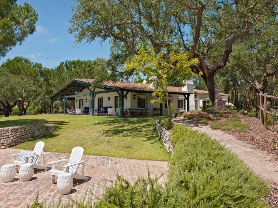Country style house by SA&V - SAARANHA&VASCONCELOS Country