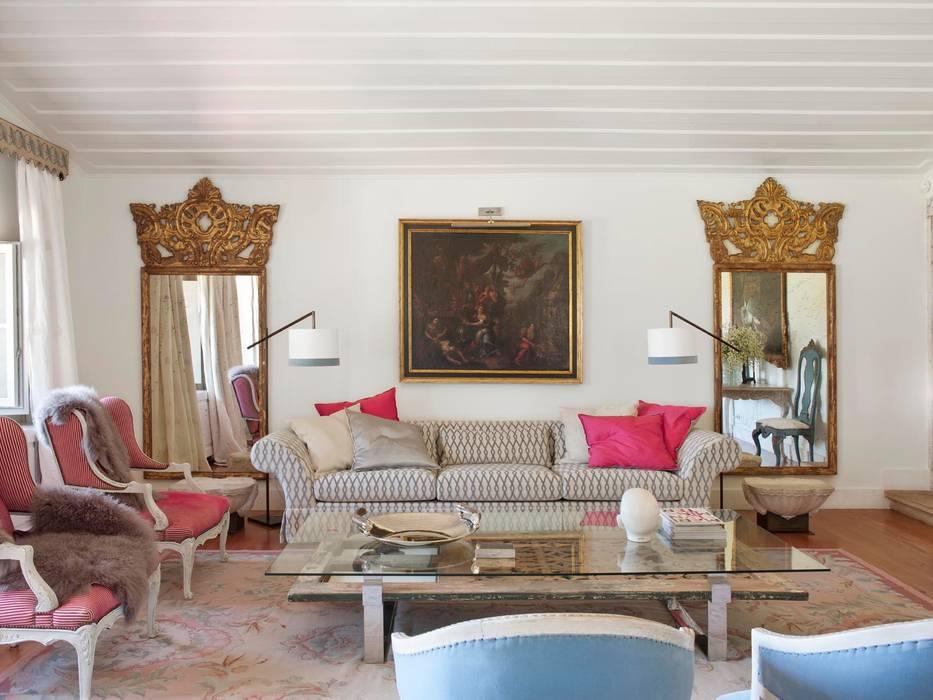 Living room by SA&V - SAARANHA&VASCONCELOS, Country