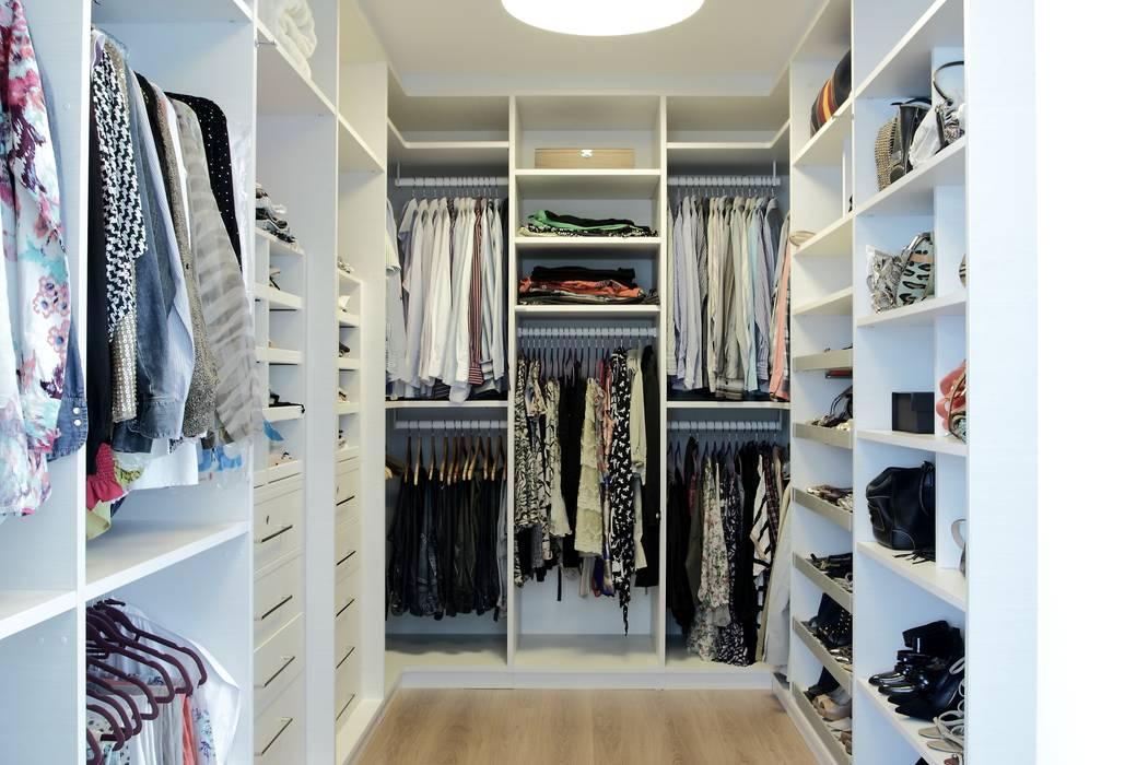 Dressing room by RODRIGO FONSECA | ARQUITETURA E INTERIORES, Modern