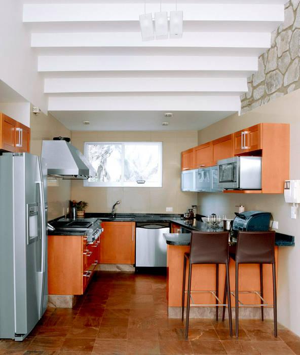 Casa M Cocinas modernas de alexandro velázquez Moderno